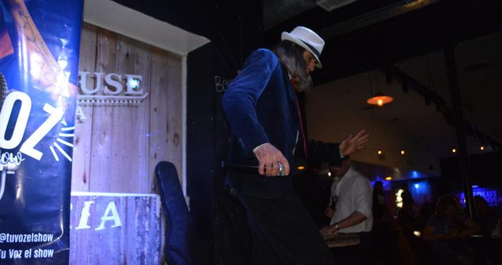 Ariel Luján, el Rey Del Karaoke