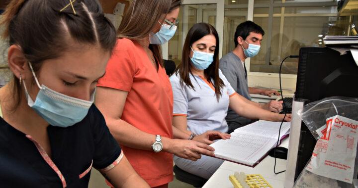 """La tarea de bioquímicos y bioquímicas en pandemia: """"Estamos trabajando intensamente y mucha gente no conocía la profesión"""""""