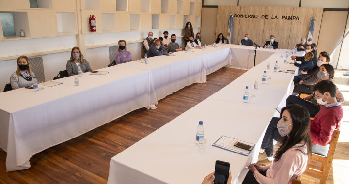 """12 familias pampeanas recibieron el crédito """"Casa Propia"""""""