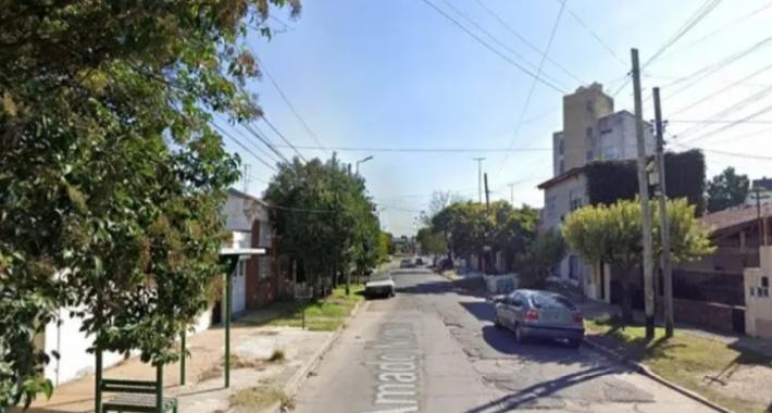 """""""Mis papás están tirados en el suelo"""": Murieron electrocutados y su hijo de 8 años tuvo que avisar a la Policía"""